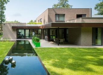 Nieuwbouw woning architectenbureau bruynbroeck brugge for Zelf huis bouwen kostprijs